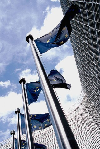 401px-European_flag_outside_the_Commission
