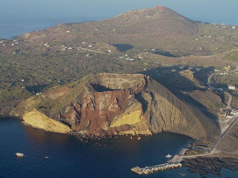 Piccola ma indimenticabile isola linosa il dialogo di monza for Piccole case quadrate