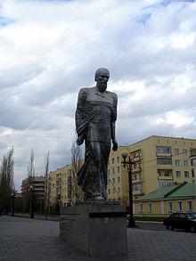 Monumento a Dostoevskij a Omsk, in Siberia, dove lo scrittore fu deportato