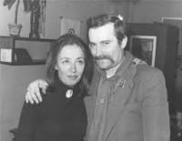 """Lech Walesa con Oriana Fallaci: """"Bisogna avere tanta rabbia per contenere quella del popolo"""", disse il fondatore di Solidarnosc alla giornalista che lo intervistò nel 1981."""