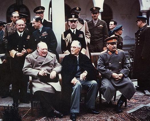 Conferenza di Yalta (febbraio 1945). Da sinistra: Winston Churchill, Theodore Roosevelt e Iosif Stalin