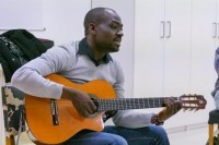 Arsene Duevì: musica dalla terra