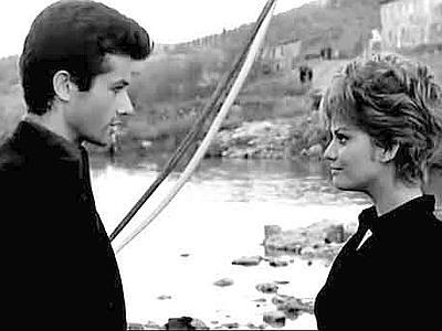 George Chakiris e Claudia Cardinale in 'La ragazza di Bube', film tratto dal romanzo di Cassola e diretto da Luigi Comencini nel 1963