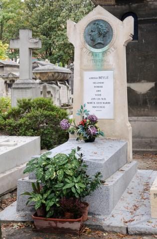 Tomba di Stendhal nel cimitero di Montmartre a Parigi