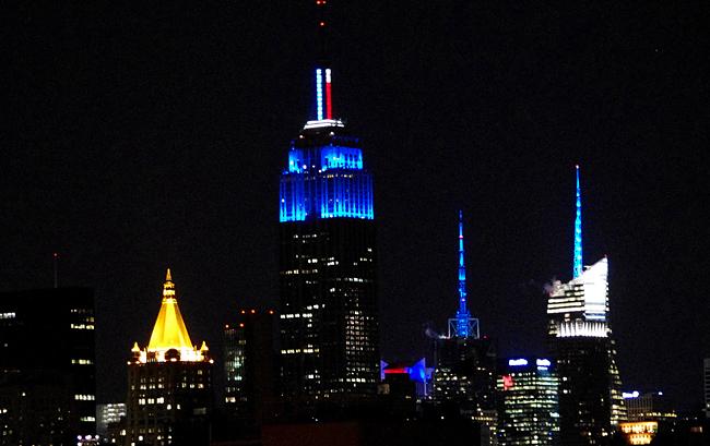 L'Empire State Building illuminato di blu