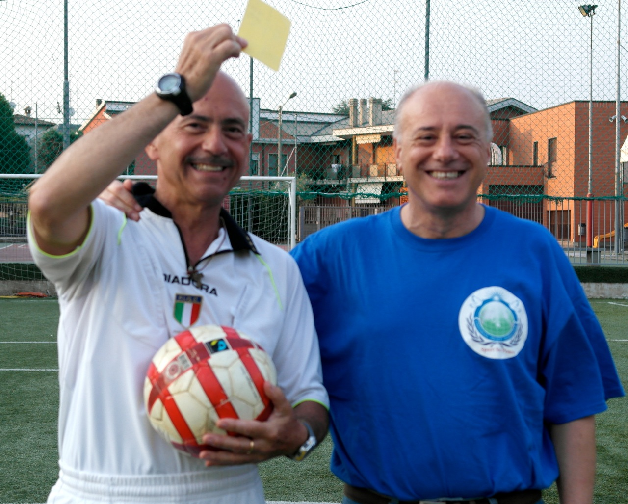 Carlo Chierico, a destra, con l'arbitro Osvaldo della UISP