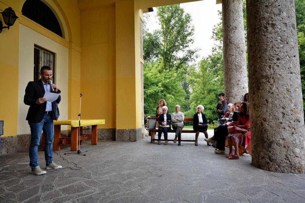 Lo scrittore Aldo Germani legge il suo racconto 'A Passo Lento'.