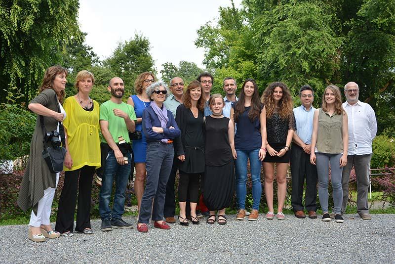 Foto di gruppo dei partecipanti alla mostra.