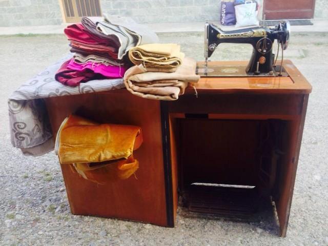macchina-per-cucire-stoffe-laboratorio-sartoria-per-la-siria