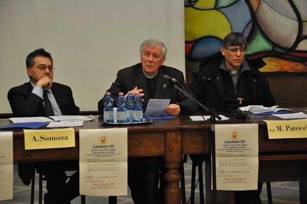 Da sinistra: Fabrizio Annaro, Mons Silvano Provasi, don Maurizio Patriciello