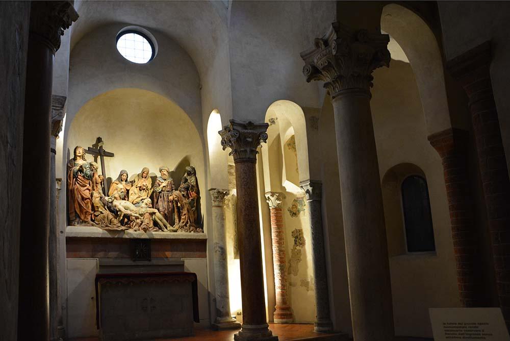 La Pietà in terracotta decorata da Agostino de' Fondutis