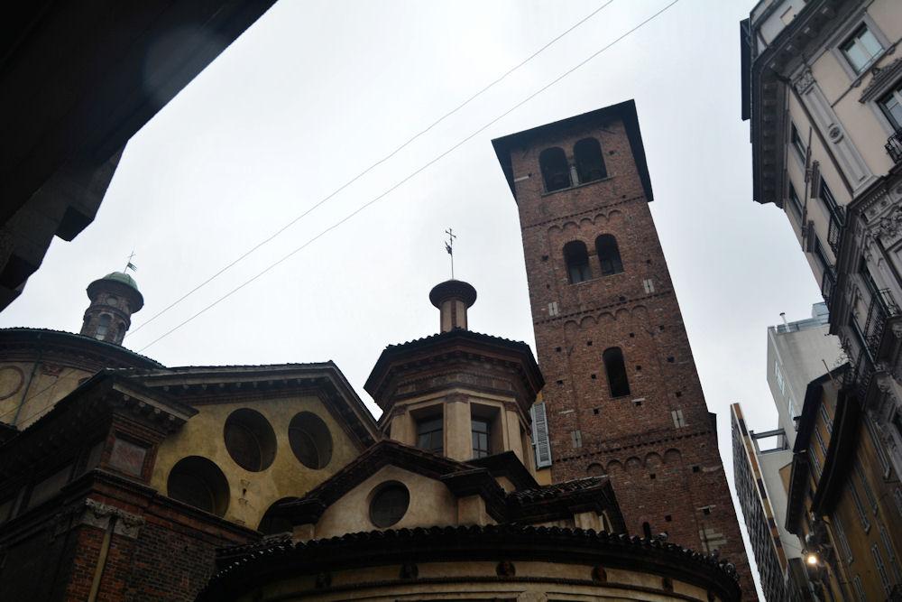 Il campanile della Chiesa considerato il prototipo dei campanili romanici lombardi