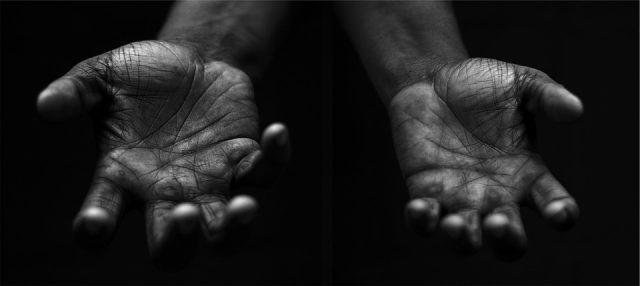 hands-698561_960_720