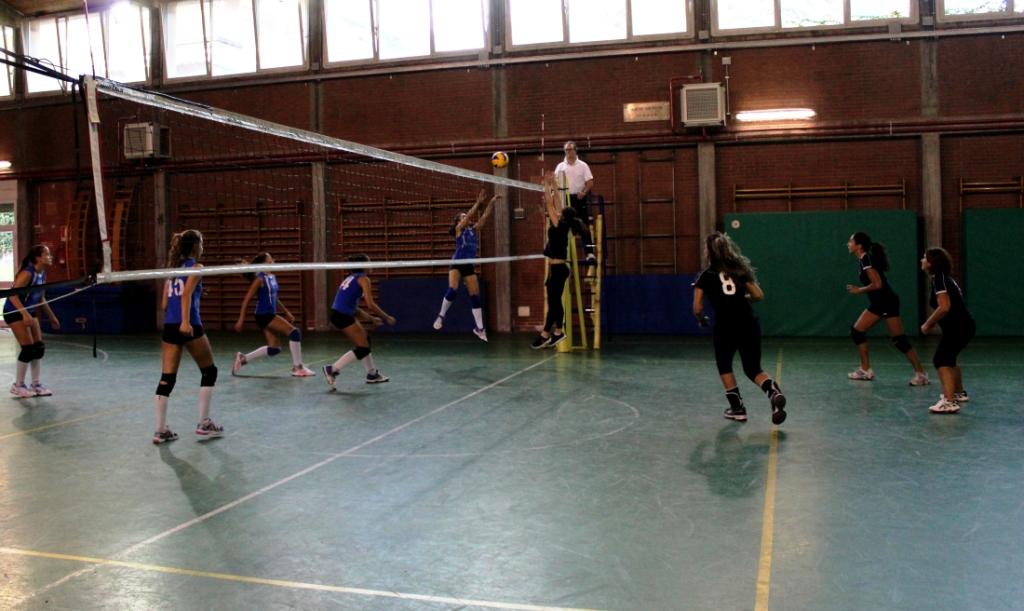 torneo-pallavolo-upf-16-azione-schiacciata