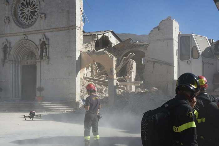 Della Basilica di San Benedetto a Norcia rimane solo la facciata