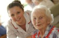 Badanti e assistenza anziani: un modello da ripensare