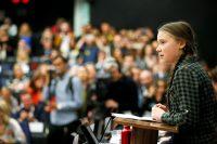 Greta Thunberg ammalia l'Europarlamento