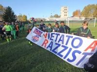 Un calcio al razzismo