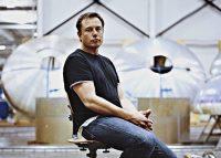 Per un viaggio sulla luna prenotate da Elon Musk