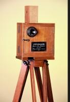 """I fratelli Lumière presentano il proiettore cinematografico: """"un'invenzione senza futuro"""""""