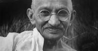 3 marzo 1939: Gandhi inizia il  digiuno contro il governo indiano
