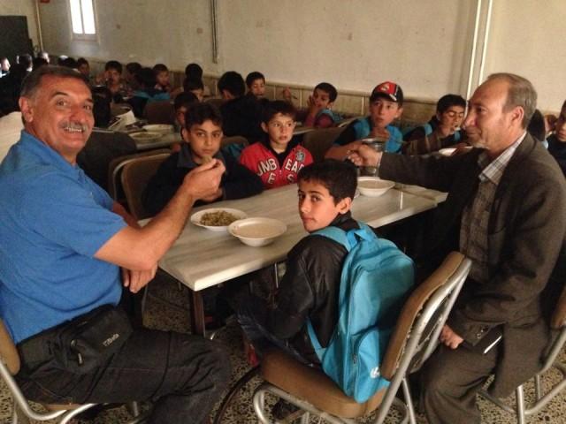 pranzo-locati-con-bambini-orfanotrofio-azaz