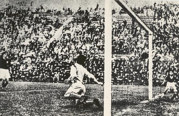 Schiavio_goal_in_planicka_1934