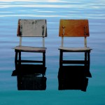 Riflesso di due sedie a Sali, Isola di Dugi Otok, Croazia.