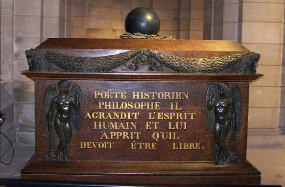 La tomba di Voltaire al Pantheon di Parigi