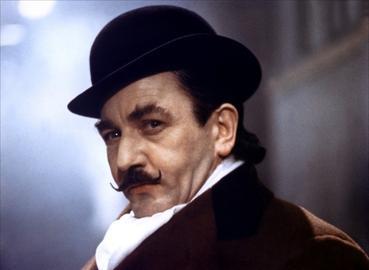 Albert Finney nel ruolo di Hercule Poirot nel film Assassinio sull'Orient-Express del 1974