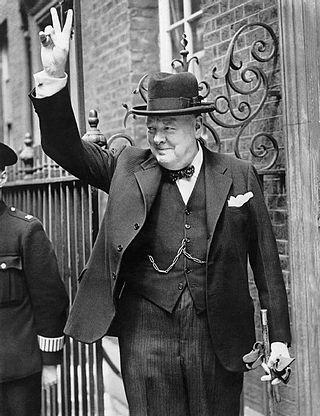Celebre gesto di saluto usato in più occasioni da Winston Churchill