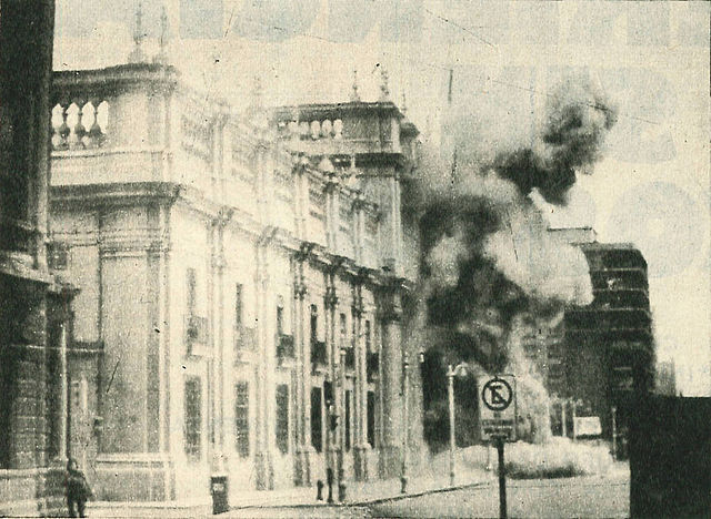 Un'immagine dell'assalto militare alla Moneda.
