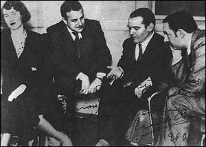 Garcìa Lorca (il secondo a destra) con gli amici (da sinistra) Maria Antonieta Hagenar, Chas De Cruz e Pablo Neruda