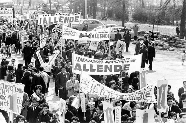 Una manifestazione di sostenitori di Salvador Allende.