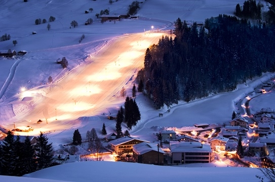 Neve-Flutlichtpiste