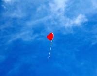 Il bimbo col palloncino rosso