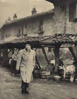 Addio a Georges Simenon, lo scrittore-artigiano che creò Maigret