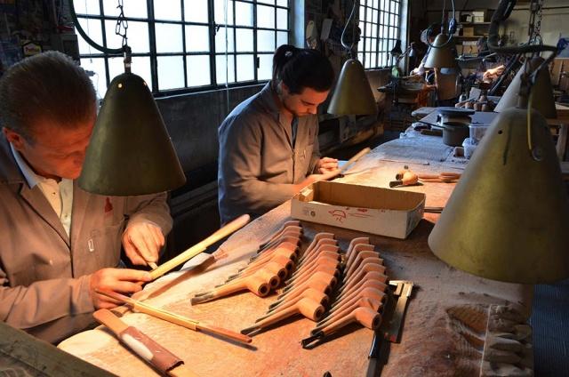Ogni artigiano è in grado di riprodurre una pipa con creatività e precisione