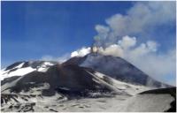 Etna, eruzioni continue e ora i primi feriti e i disagi