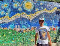Un murale in tappi di plastica per abbellire la città